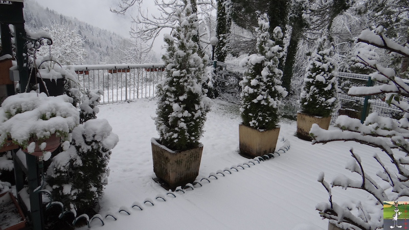 2017-04-28 : Re re re retour de la neige à La mainorte (39) 2017-04-28_neige_01