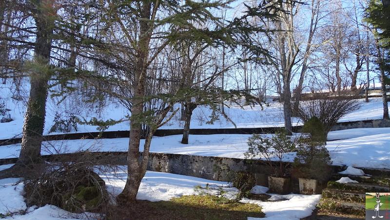 2019-02-15 : Il y a encore de la neige mais elle fond très vite avec le beau soleil à La Mainmorte (39) 2019-02-15_soleil_neige_09