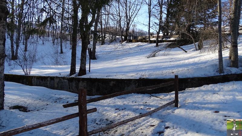 2019-02-15 : Il y a encore de la neige mais elle fond très vite avec le beau soleil à La Mainmorte (39) 2019-02-15_soleil_neige_11