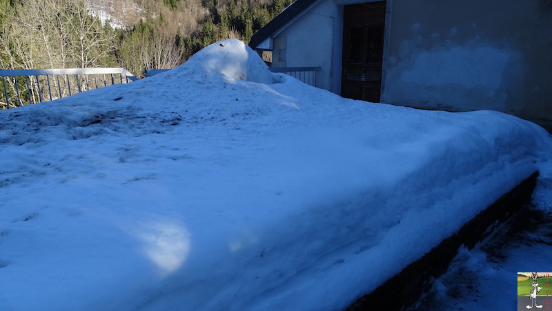 2019-02-15 : Il y a encore de la neige mais elle fond très vite avec le beau soleil à La Mainmorte (39) 2019-02-15_soleil_neige_12