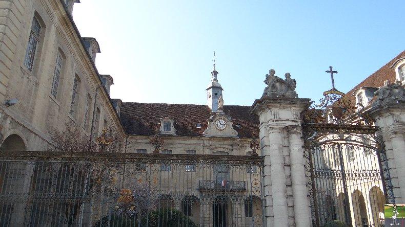 L'apothicairerie de l'Hôtel Dieu de Lons le Saunier- 7 mars 2014 002