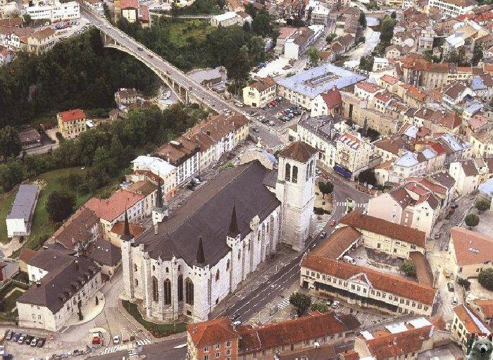 002 - St Claude (39) La cathédrale des Trois Apôtres (St Pierre, St Paul, St André) 0001