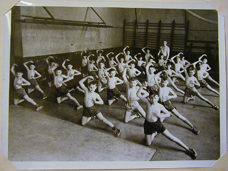Quelques photos d'école - Classe 1966 - à Saint-Claude (39) 1957-1958_6eme_bahut
